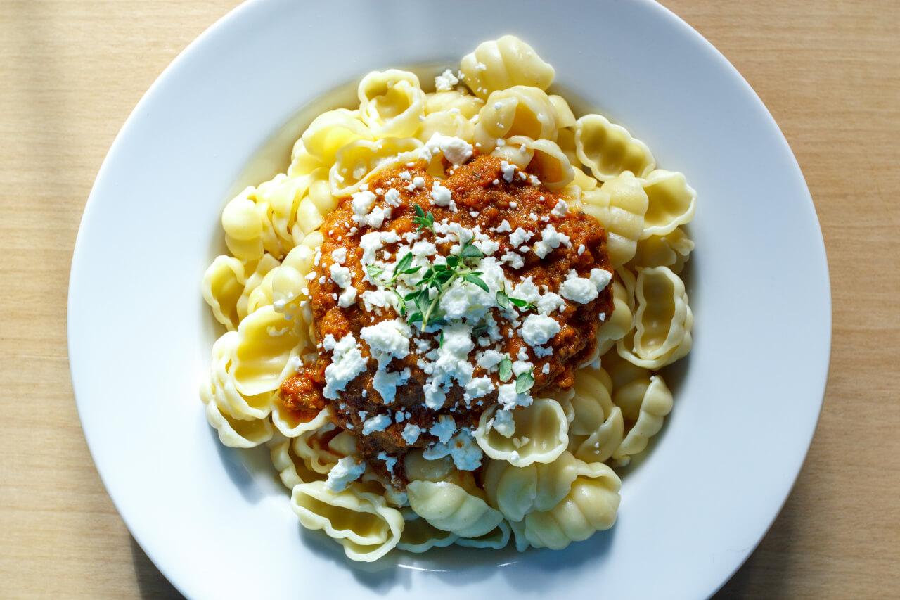 πάστα με σάλτσααπό λιαστές τομάτες και χουρμάδες