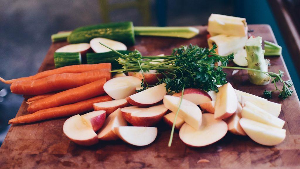 Πόσα φρούτα και λαχανικά πρέπει να τρώνε τα παιδιά